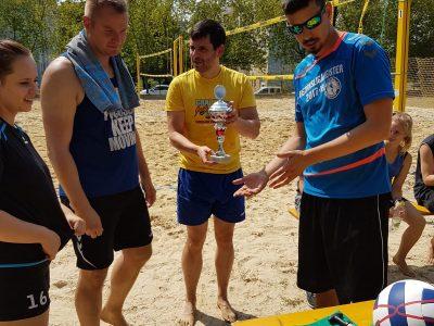 """Sonnenschein beim """"Sommer""""-Turnier der Beach-Volleyballer"""